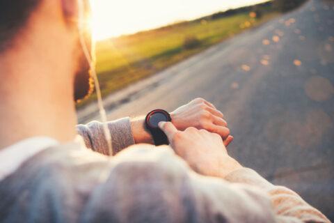 aplicatii alergare si pasi smartwatch