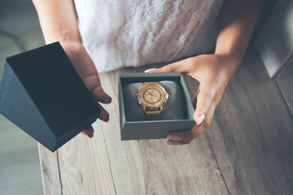 ceas gravat femei