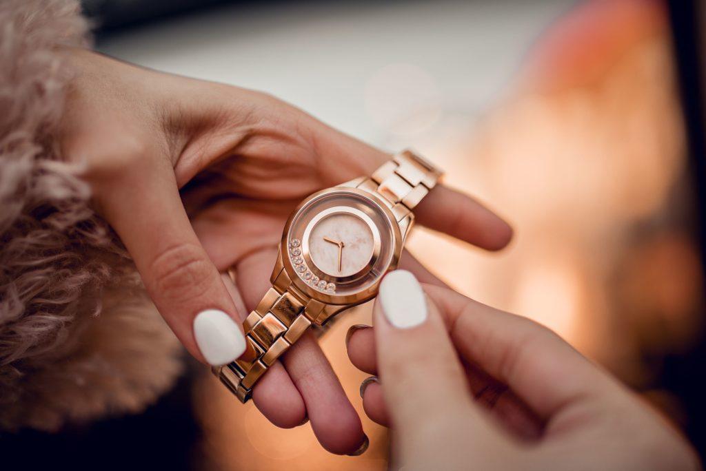 ceas de mana din aur